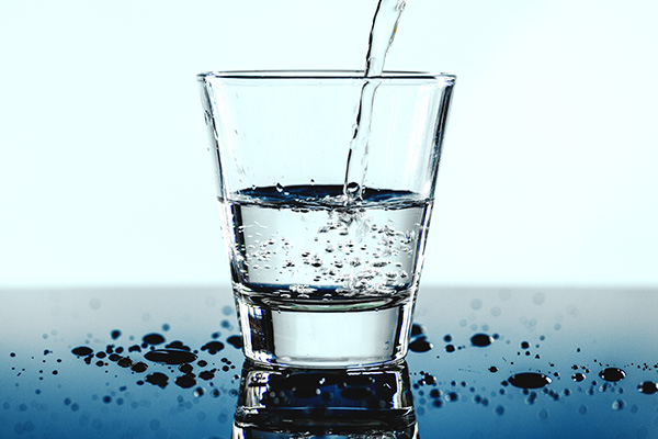 urinary-incontinence-men-how-much-drink-water-doctor-surgeon-chennai-urogynecology-clinic